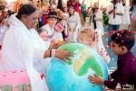 El 66 cumpleaños de Amma honra a las víctimas